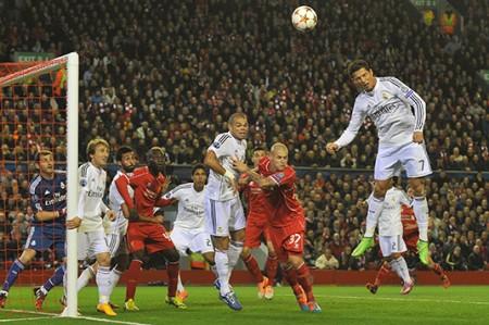 Con doblete de Benzema, Real Madrid vence 3-0 al Liverpool