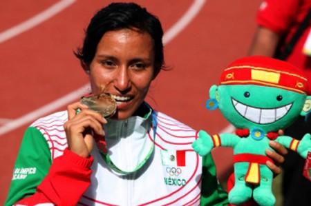 Brenda Flores va por el oro en 5 mil metros