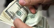 Baja el dolár se vende en bancos en 20.60 pesos