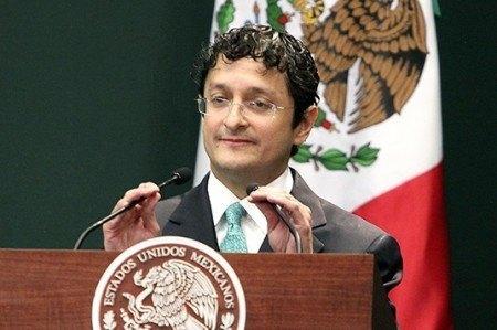 Andrade realizó seis viajes al extranjero en su gestión