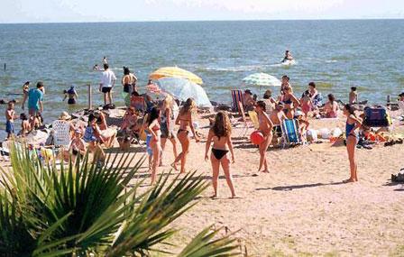 Preparan la playa Miramar para vacaciones de verano