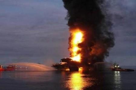 Explota plataforma de Pemex en Campeche; 4 muertos y 16 heridos