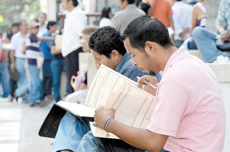Desempleo afecta a los más calificados
