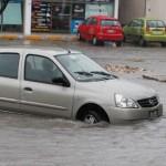 Decenas de  carros varados dejo la lluvia de ayer  DECENAS DE CARROS.jpg  DECENAS DE CARROS.jpg