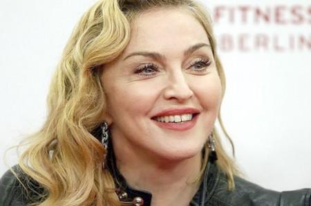Madonna muestra a sus gemelas en video