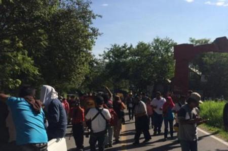 Marcha parte de Tixtla, se dirige a Chilpancingo