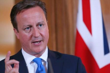 Cameron acepta que se benefició de paraíso fiscal, piden su renuncia