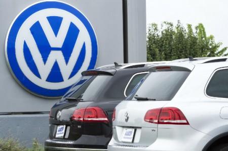 Admiten ingenieros de Volkswagen manipulación de motores