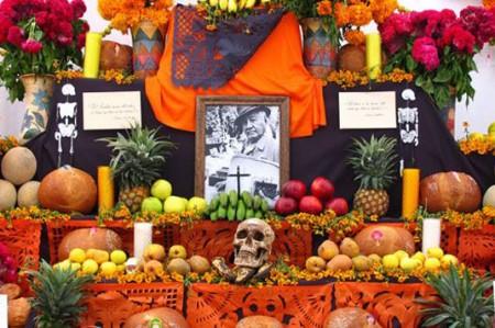 Día de Muertos y Halloween, tradiciones en lucha en la frontera