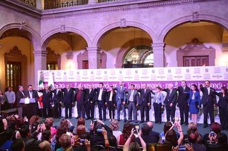 'El Bronco' toma protesta a miembros de su gabinete