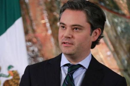 Aurelio Nuño reaparece, Basave pide su renuncia
