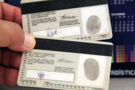 Sentencian a funcionario por vender credenciales de elector