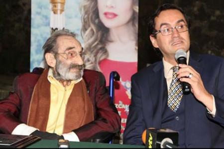 Germán Robles corta el listón de inauguración de su foro