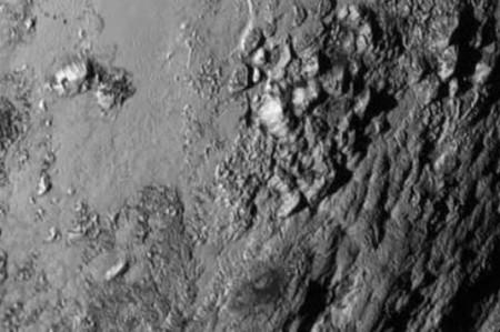 Plutón tendría dos volcanes de hielo