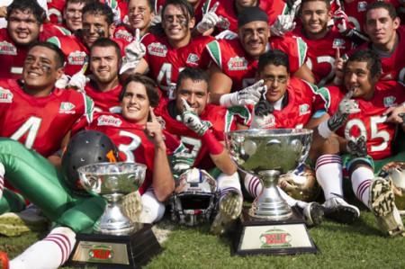 México vence 17-14 a EU; Tazón Azteca se queda en casa