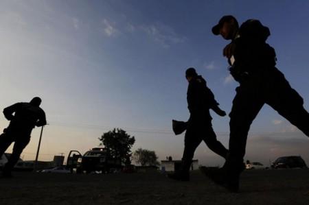 EU entrega a 3 prófugos de la justicia mexicana
