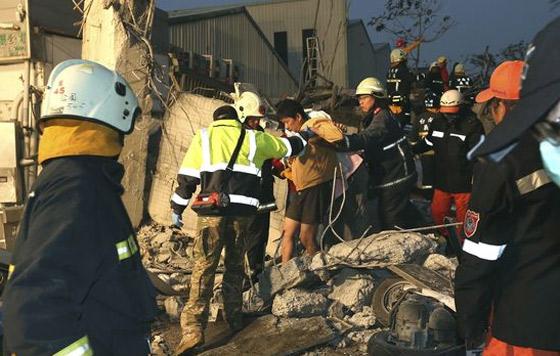 Al menos tres muertos por fuerte sismo en Taiwán