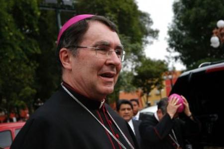Entregan a nuncio Antorcha de la Misericordia por visita del Papa