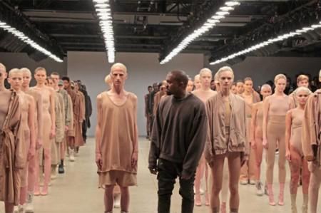 Kanye West presenta nueva colección de su marca Yeezy