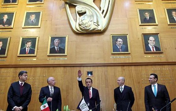 Mikel Arriola rinde protesta ante Consejo Técnico del IMSS