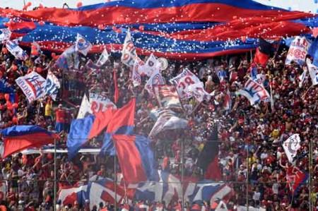 Un muerto y 54 detenidos deja violencia en futbol de Paraguay