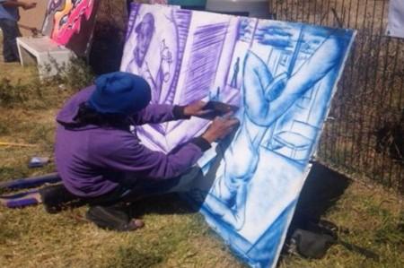 Grafiteros pintan murales por visita del Papa