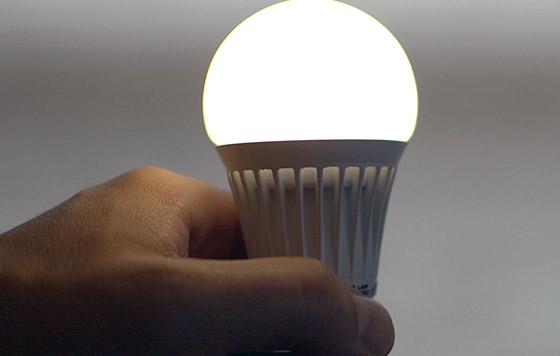 Urgen a generar energía y luz más eficiente y limpia