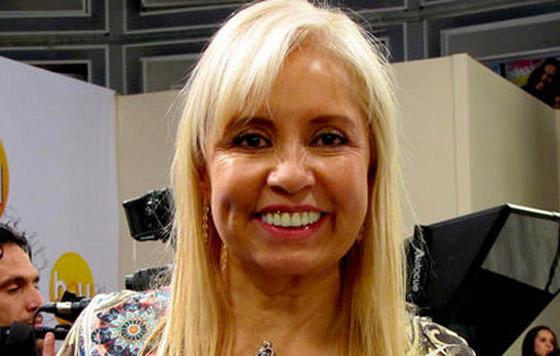 Carla Estrada se enreda al responder a Arleth Terán