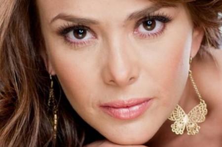 Carmen Becerra realiza sus personajes con intensidad y profesionalismo