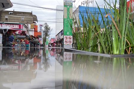 Muestran en video inundación de la calle peatonal Hidalgo