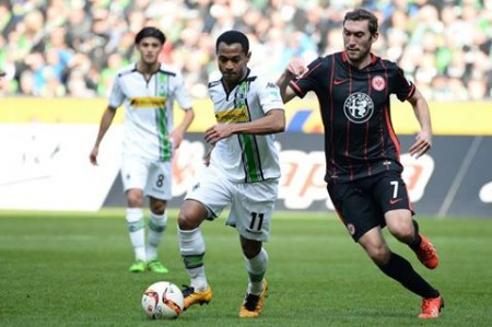 Frankfurt y Marco Fabián caen 3-0 con el Borussia