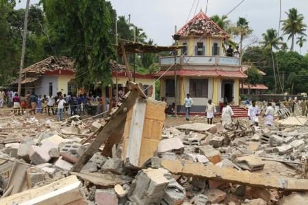 Suman 102 muertos por pirotecnia en templo de India