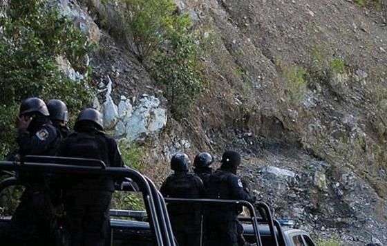 Liberan a los 12 policías retenidos en Guerrero Liberan a los 12 policías retenidos en Guerrero