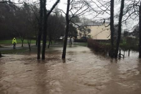 Número de muertos por inundaciones en Houston aumenta a seis
