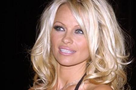 Pamela Anderson revela cómo fue tratada en la cama
