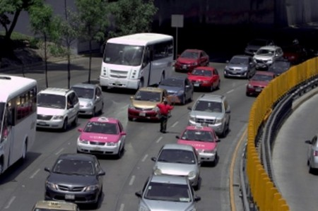 Piden no multar a automovilistas que incumplieron Hoy No Circula