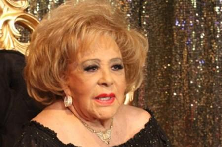 Silvia Pinal lee en Bellas Artes fragmentos de su biografía