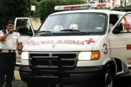 Tráiler con varillas pierde el control; hay seis heridos