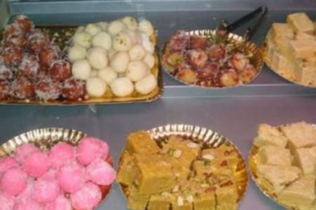 Mueren 23 personas por comer dulces contaminados en Pakistán