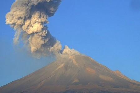 Registran 11 exhalaciones y dos explosiones en el volcán Popocatépetl
