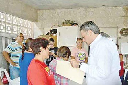 Carlos Solís se acerca a la Nuevo Amanecer