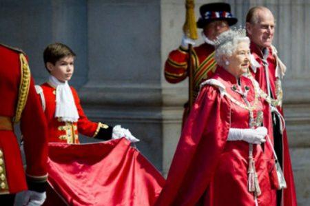 Celebra reina Isabel II 90 años con magno festival ecuestre