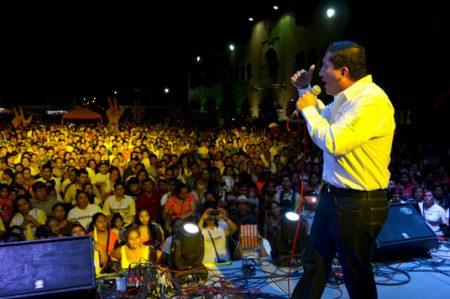 Se vuelcan neolaredenses en cierre de campaña de Jorge Valdez