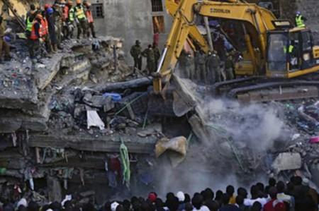 Mujer encontrada viva a seis días del derrumbe de edificio en Kenia