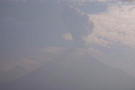 Volcán de Colima tiene exhalación de dos mil metros