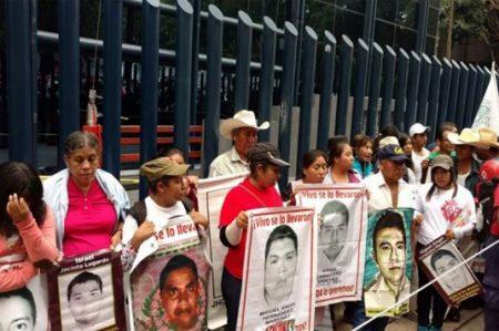 Padres de los 43 anuncian apoyo a Nochixtlán