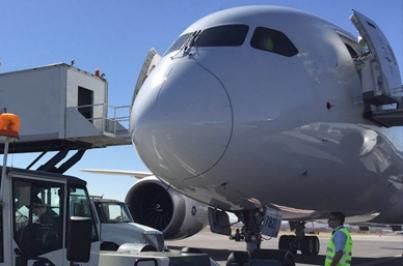 Ofrecen vuelo gratis a 200 mexicanos varados en Madrid