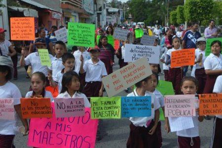 Maestros protestan en Guerrero tras hechos de Oaxaca