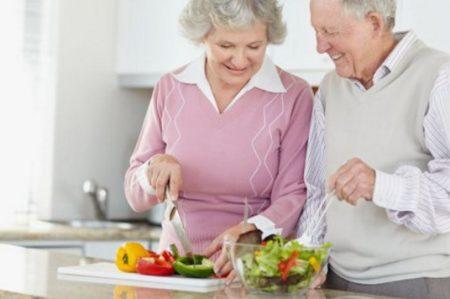 Nutrióloga recomienda generar nuevos hábitos de alimentación