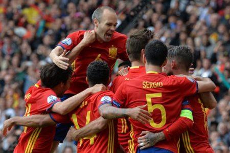 Piqué rompe muralla checa y España gana 1-0 en Eurocopa 2016